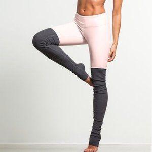 Alo Yoga Ribbed Goddess Leggings | Pink Cloud